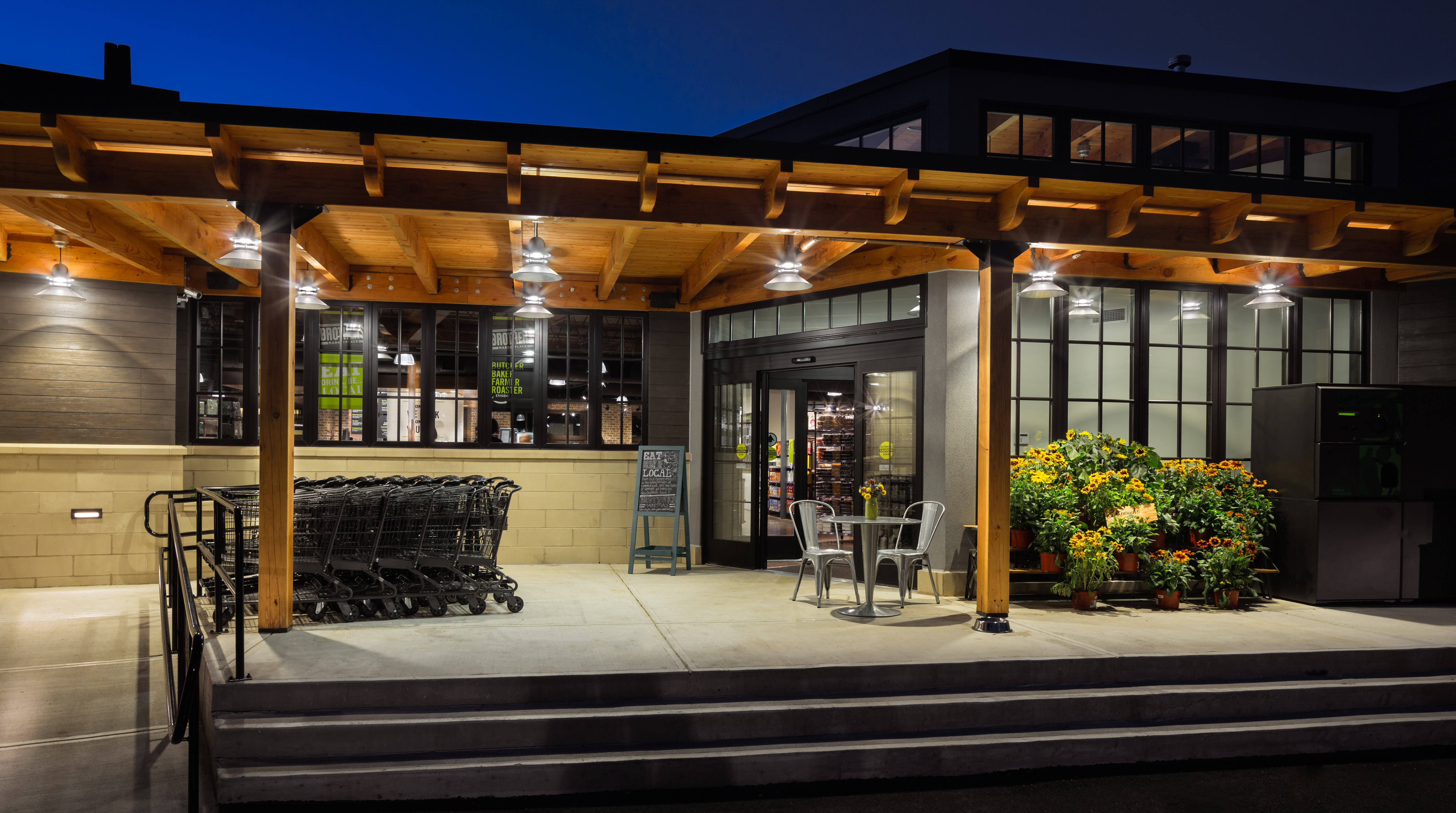 Outdoor patio at Brothers Marketplace in Medfield, MA
