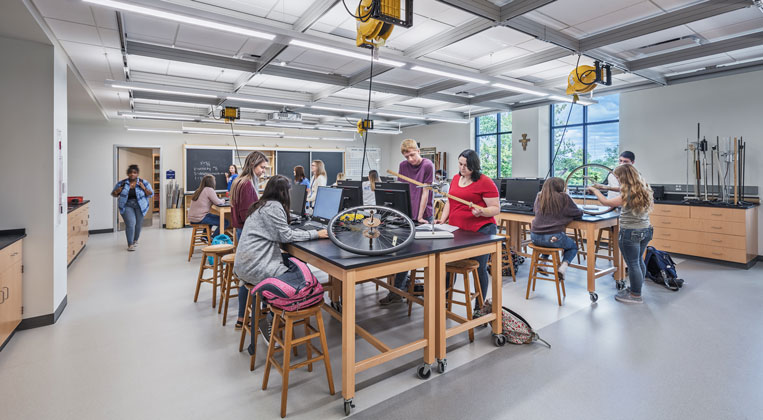 Students work together in a laboratory